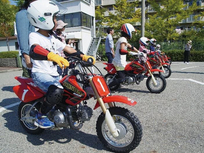 くるくるフェスタのプログラム「キッズバイク・ライディング・スクール」の過去開催時の様子
