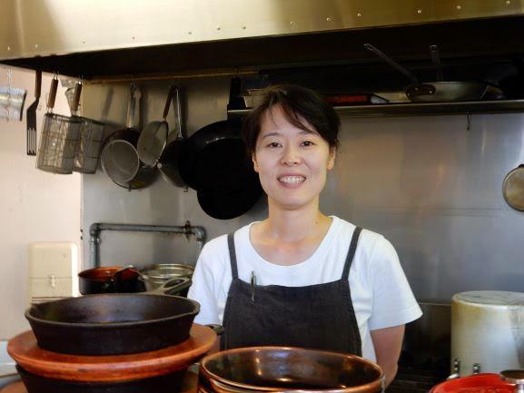 「料理とお酒を気軽に楽しんでもらえれば」と店主の寺尾美和さん
