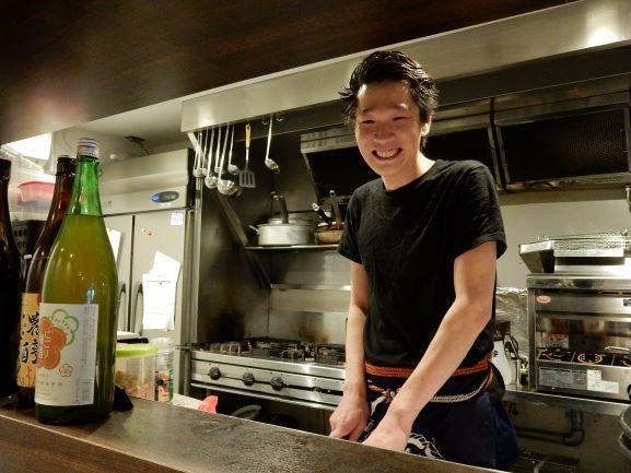 「居心地の良い楽しい空間であること」をモットーに掲げる店主の西川洋平さん