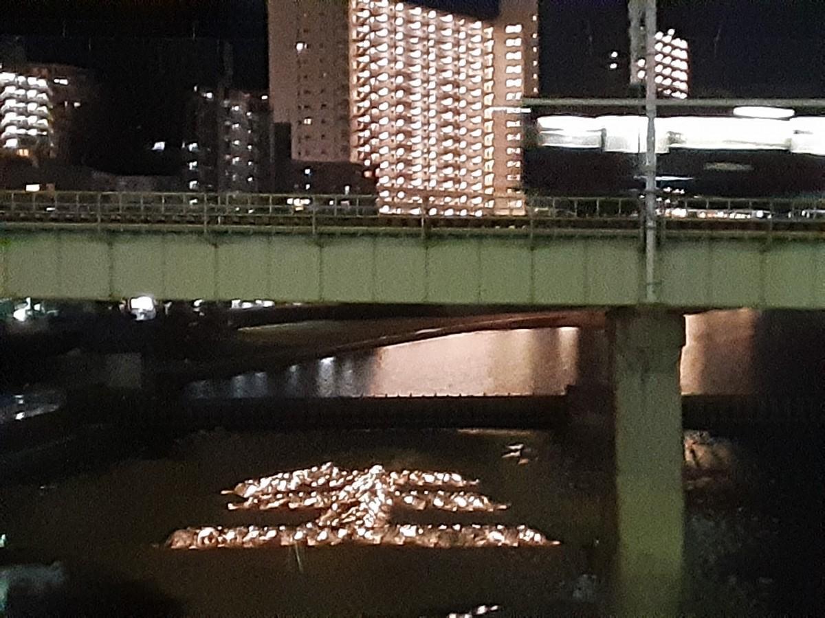 地震発生12時間前に黙とうをささげた。宝塚市の「生」の石積みオブジェ