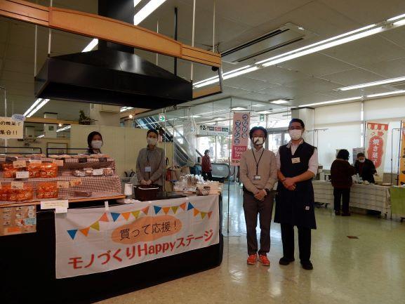 (左から)藤原理枝さん、高見沢正子さん、柴田圭一さん、山田和史さん