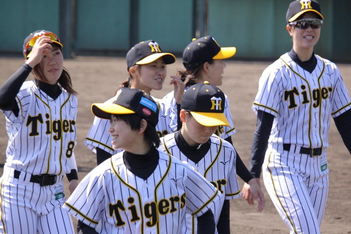 西宮に活動拠点を置く「阪神タイガースWomen」