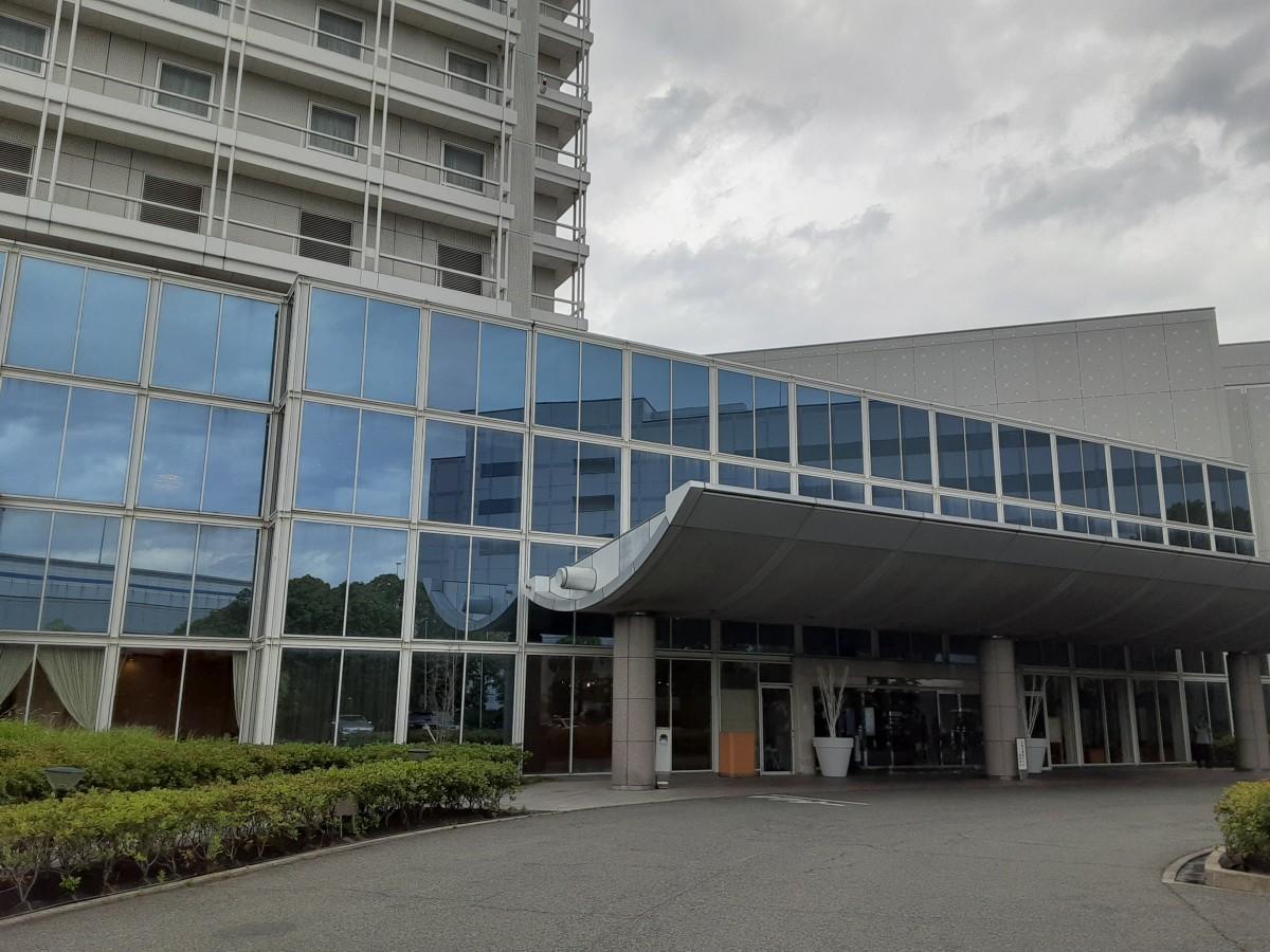 阪神甲子園駅前にある「ホテルヒューイット甲子園」