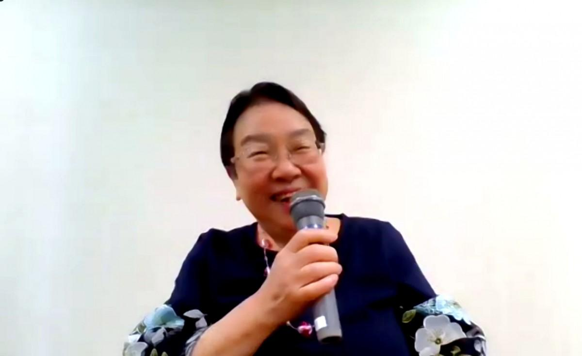 笑顔で参加者にエールを送る中川智子前宝塚市長