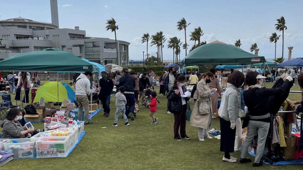 会場となる鳴尾浜臨海公園の芝生広場