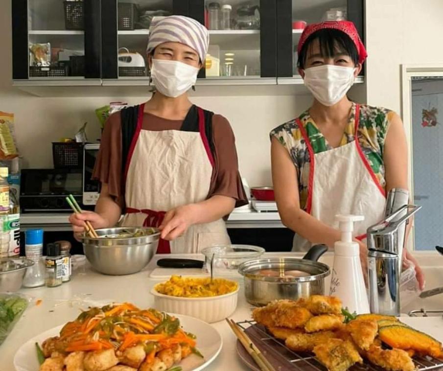 (左から)NPO法人「a little」の坂口裕子さん、坂本恭子さん