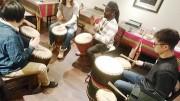 福生のカレー専門店でジャンベワークショップ セネガルの音楽家が講師