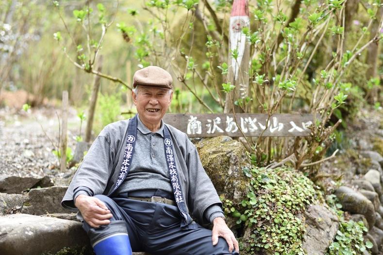 あきる野の「花咲かじいさん」が作ったあじさい山、地元の若者が継承に挑戦