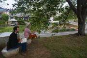羽村の田園地帯でスケッチワークショップ 講師にアメリカ人水墨画家