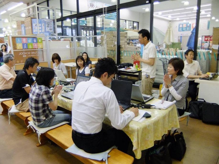 田草川さんが主宰するパソコン教室の模様