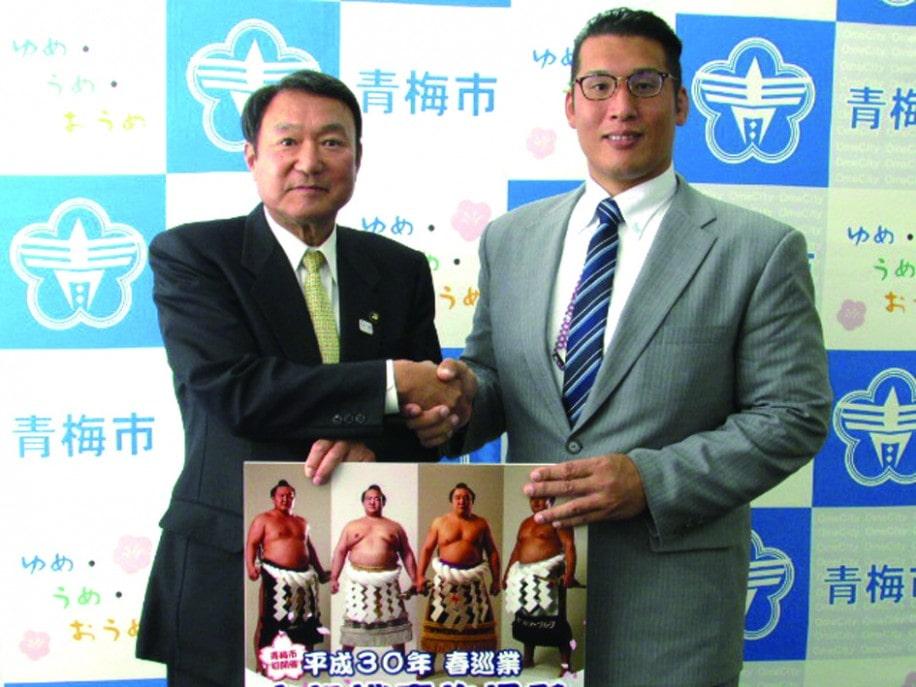 説明に訪れた立田川親方(写真右)と浜中市長