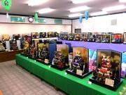 日の出の人形店で五月人形の販売始まる コンパクトなものから豪華な兜飾りまで