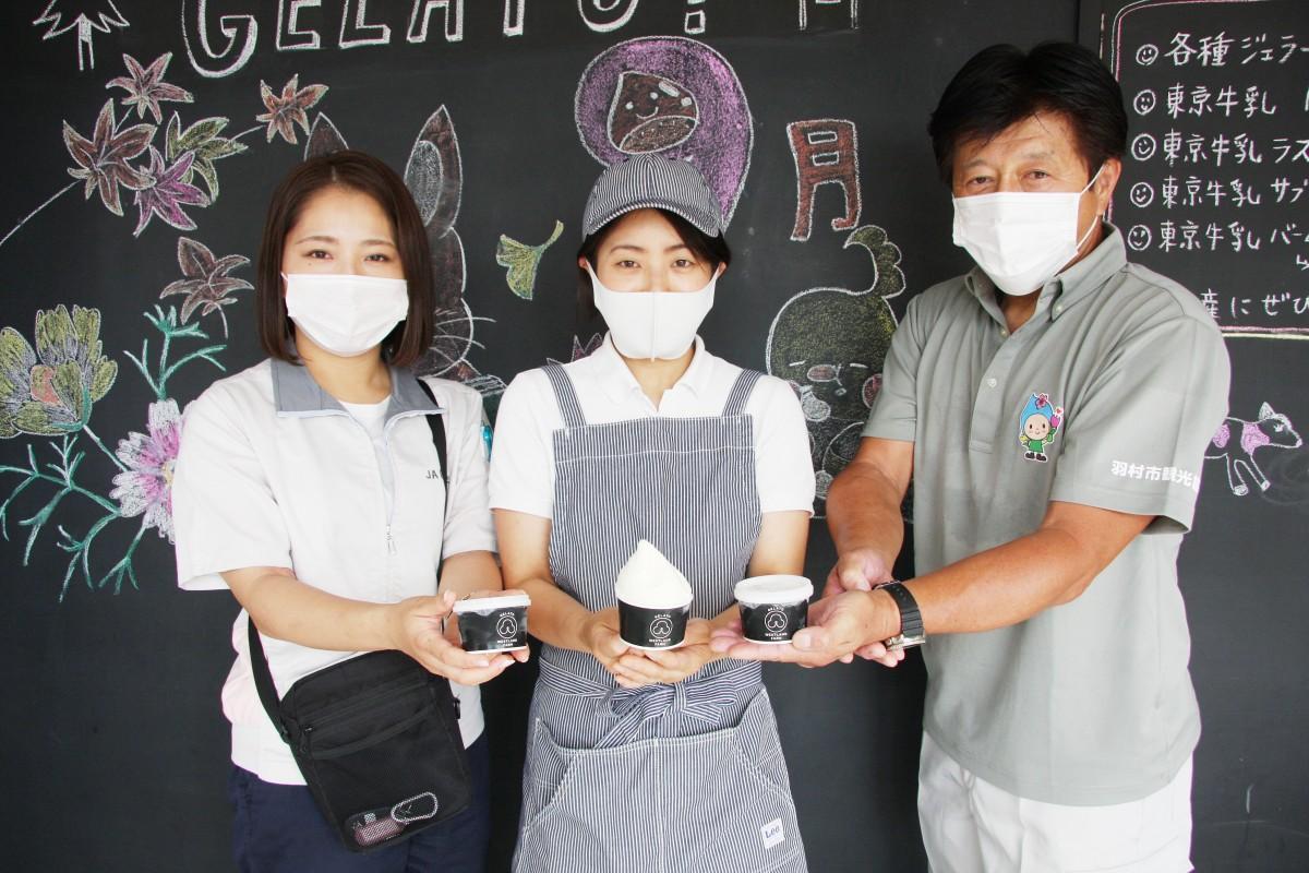 開発に携わった亮一さん、文さん、JA職員(写真右から)