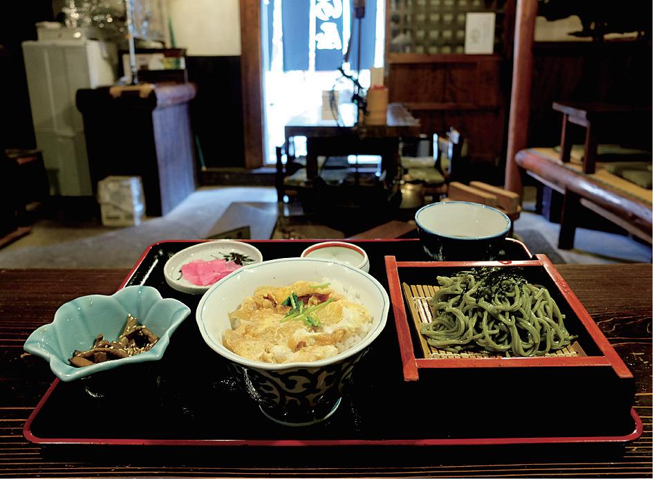 ほどよい量と味付けで女性客に人気の「三河屋丼定食」