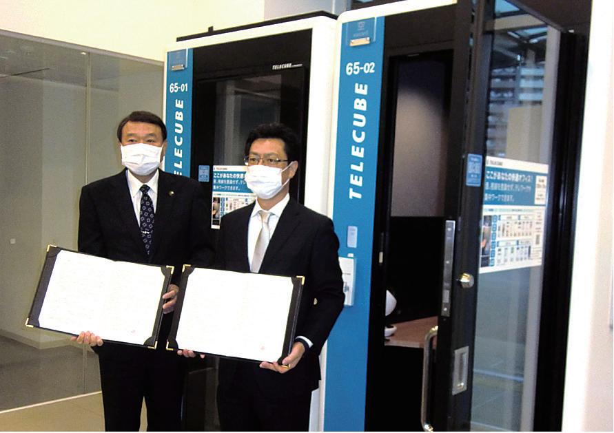 協定を交わした浜中市長(左)と小山田社長