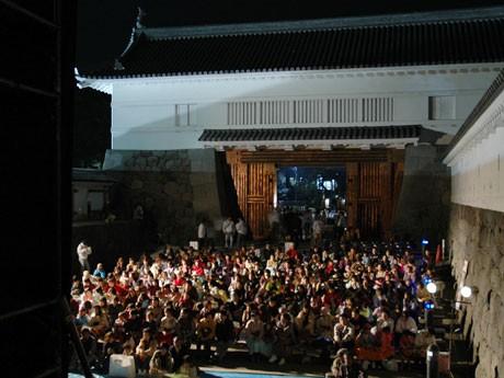 野外上映会を行う小田原城銅門では音楽イベント「銅門LIVE」(13時~)も開催する予定