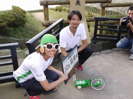 箱根越えリベンジに成功し、京都・三条大橋への成功を誓う(箱根関所跡)
