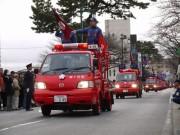 城下町小田原で出初め式-古式消防記念会がまとい振り込みやはしご乗り