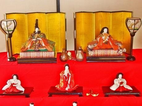 小田原のコレクター所蔵のもので展示品の中で最も古いおひなさま