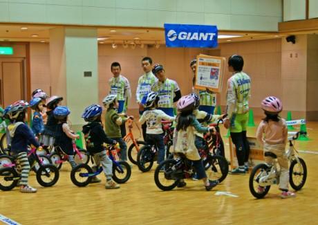 サイクルスポーツ教室(湘南ベルマーレサイクルロードチーム提供)
