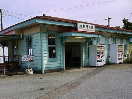 木造駅舎のひとつ根府川駅は無人駅のためスタンプは隣の真鶴駅にある