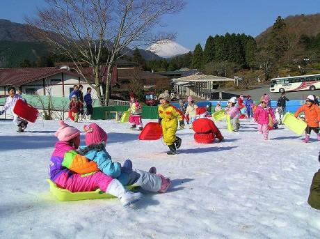 箱根園「雪・そり遊び広場」