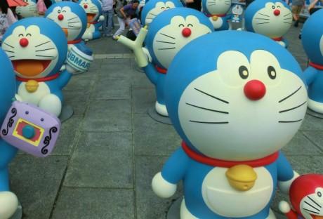 ドラえもんフィギュアが展示される「ドラえもん100展」 © 藤子プロ・小学館・テレビ朝日・シンエイ・ADK