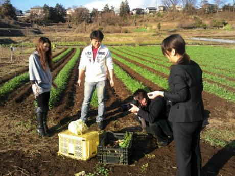 新郎新婦が種まきと収穫を行う「はなまる農園」