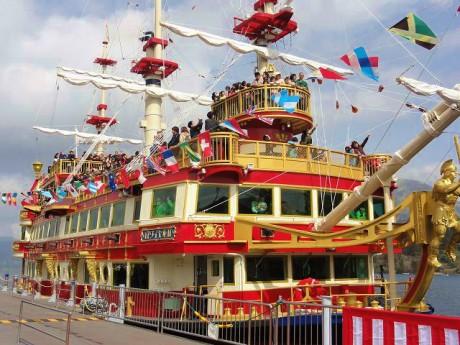 新海賊船「ロワイヤルII」の就航記念セレモニー