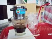 箱根のバイカーズカフェ、ベトナム式コーヒー提供-練乳入りコーヒーも