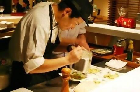 「一夜城ヨロイズカファーム」の料理長・古屋賢介さん