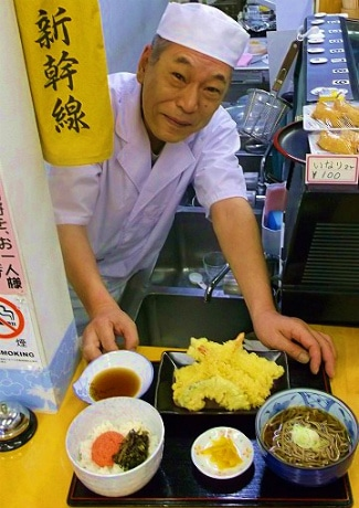 「鴨宮は0系新幹線ゆかりの地」と食堂「味の新幹線」店長の米山さん