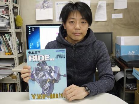 第2目標達成に喜ぶモーターマガジン社「RIDE」編集長の滝沢貴幸さん
