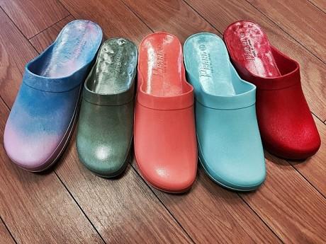 左側2足は色と色の間にどうしても生まれてしまうレアカラーのマーブルサボサン