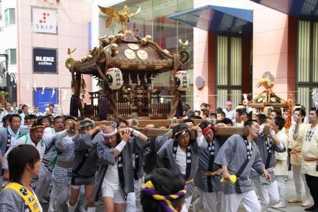 「松原神社例大祭」宮入の様子