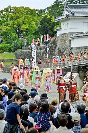歴史絵巻のように開催される「北條五代祭り」(写真提供=小田原市観光協会)