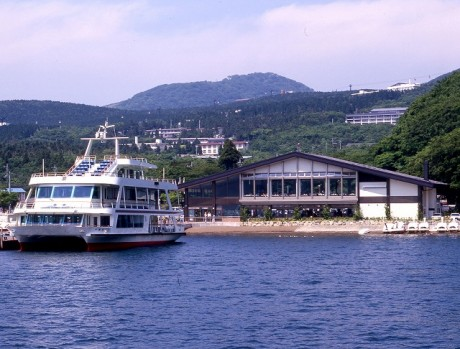 「芦ノ湖遊覧船」は、小学生以下の乗車料金が無料に