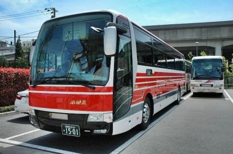 小田急箱根高速バスの旧塗装車、...