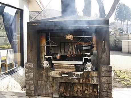 箱根ハイランドホテルのレストラン「ラ・フォ―レ」のガーデンブロッシュ(まき火のかまど)