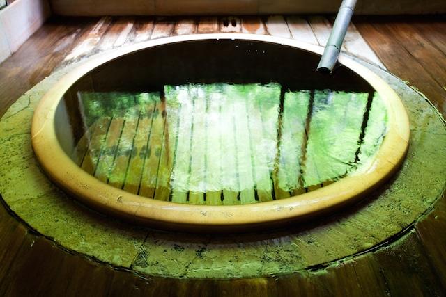 「福住桜」はCMにも取り上げられた趣きある丸い小さな風呂で知られる箱根塔ノ沢の老舗旅館