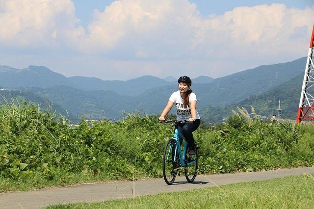「OUTDOOR LIFE in 丹沢湖」で行われるスポーツ自転車体験試乗の様子