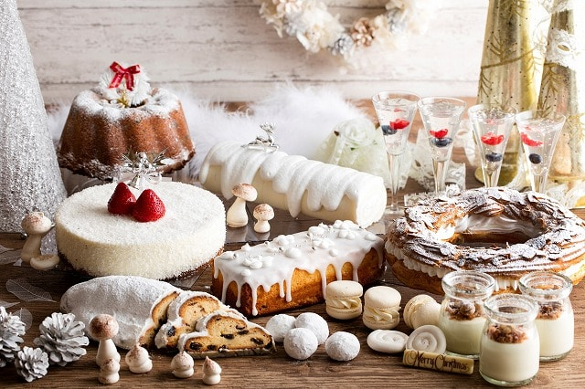 白いスイーツでクリスマスを表現する「ホワイトクリスマスデザートブッフェ」