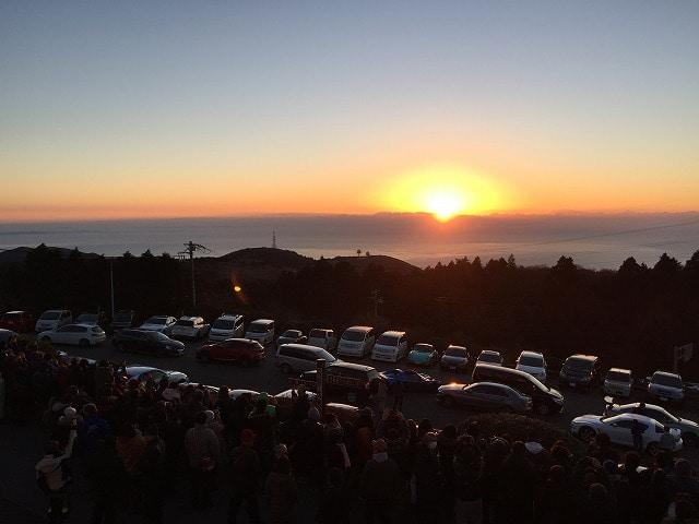大観山からの初日の出(1月2日撮影、写真=永井隆さん)