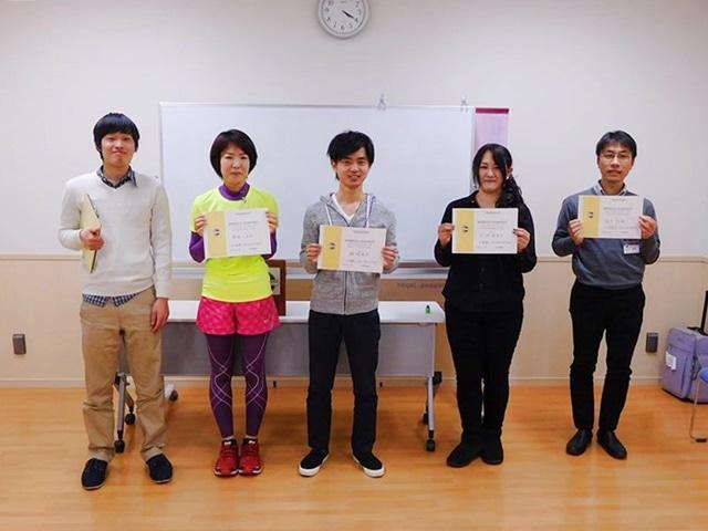 小田原トーストマスターズクラブスピーチコンテストの様子(小池寿美子さん=右から2番目、飯塚道生さん=中央)
