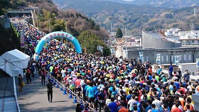小田原・箱根でランニングレース 市民ランナーら富士山を眺めながら走破