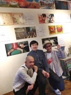 「レコードクリーニングとレコードジャケット展」を推進した高橋雅人さん(右)と服部全宏さん・玉虫宏考さん