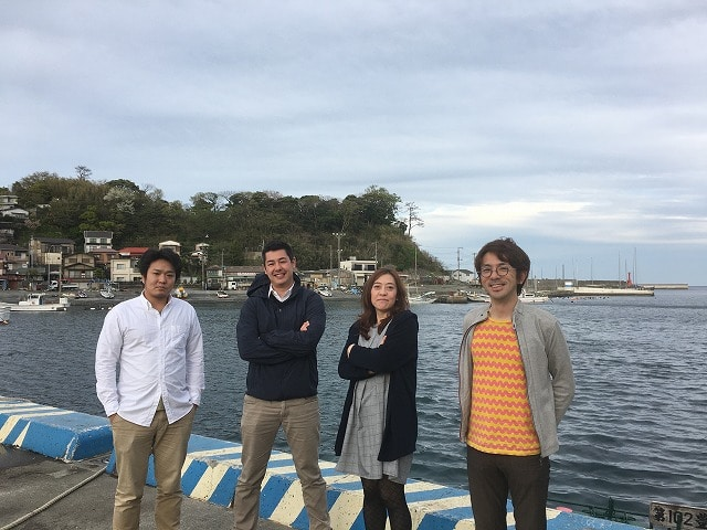 「Entaro(エンタロー)」を立ち上げた地元の4人(左から柴山高幸さん、ジェフリー・ギャリッシュさん、前島真弓さん、山居是文さん)