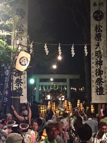 松原神社への宮入り(撮影=松下善彦)