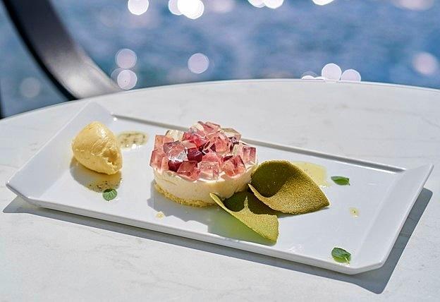 箱根のホテルで期間限定「あじさいスイーツ」 白桃と柚子使い花びら表現