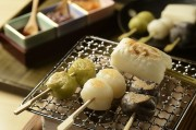 しちりんで焼いて味わう箱根の「本陣だんご」、テレビで紹介され話題に